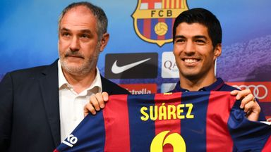 Suarez: Poses with Zubizarreta at official presentation