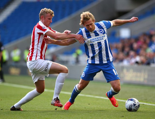 Craig Mackail-Smith (r): Looks to get past Jack Deaman of Cheltenham