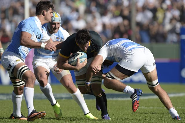 Francois Louw is tackled by Argentina's Juan Fernandez Lobbe (R) and Pablo Matera (L)