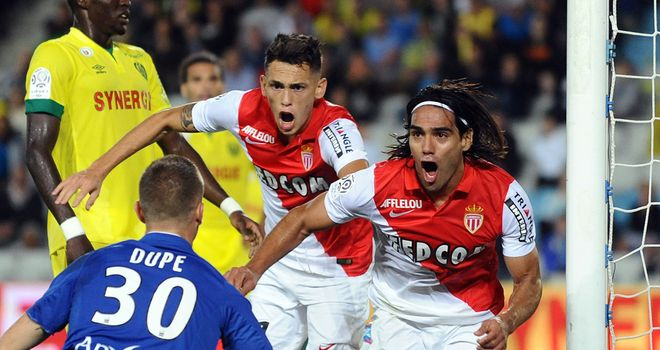 Radamel Falcao (r) celebrates after scoring Monaco's winner at Nantes