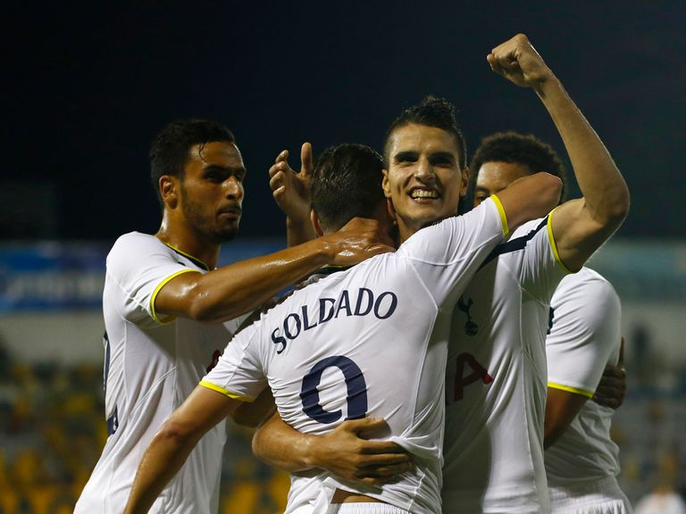 Erik Lamela celebrates Spurs' equaliser with goalscorer Roberto Soldado