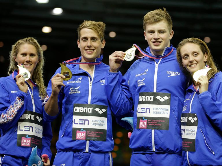 Jemma Lowe, Chris Walker-Hebborn, Adam Peaty and Francesca Halsall celebrate