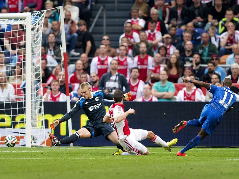 Luciano Narsingh scores for PSV against Ajax