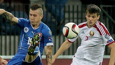 Juraj Kucka (l): Fights for the ball with Belarus' Dragun