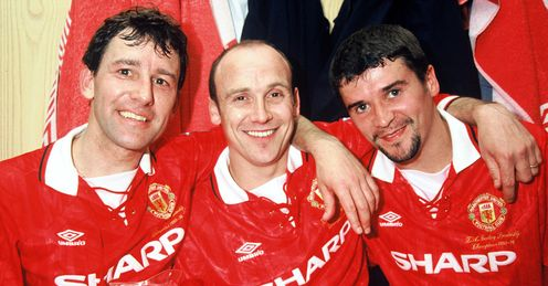 Bryan Robson (left): The former Manchester United captain has questioned Roy Keane's (right) motive for writing his latest autobiograpy