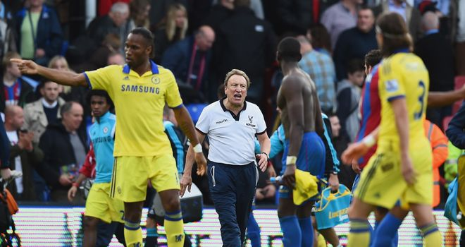 LONDON, ENGLAND - OCTOBER 18:  Manager Neil Warnock of Crystal Palace shouts to his players as they walk off at the end of the Barclays Premier League matc