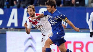 Bastia's midfielder Yannick Cahuzac (right) vies with Bordeaux's Jaroslav Plasil