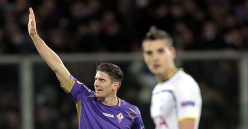 Mario Gomez celebrates his goal against Spurs