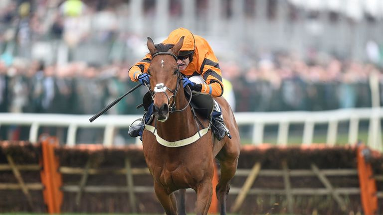 Thistlecrack wins The Doom Bar Sefton Novices' Hurdle Race