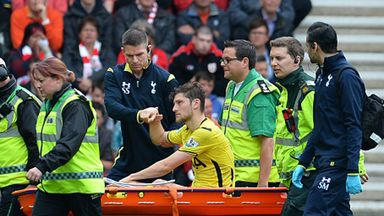 Ben Davies was stretchered off in the second half at Southampton