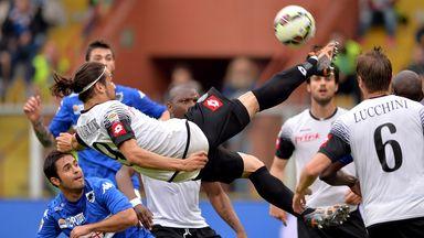 Alejandro Rodriguez attempts an overhead kick