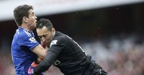 Chelsea's Oscar collides with Arsenal 'keeper David Ospina