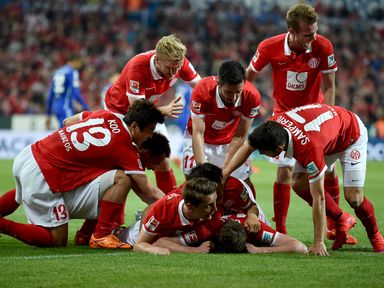 Mainz celebrate one of the goals from Stefan Bell