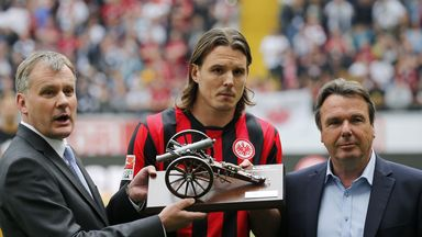 Alexander Meier with the Bundesliga's top goalscorer award