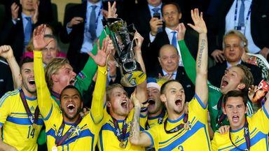 Oscar Hiljemark lifts the European U21 Championship trophy for Sweden