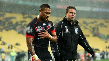 Manu Vatuvei of the New Zealand Warriors leaves the field after injuring his shoulder against the Dragons