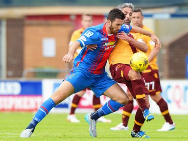 Ross Draper battles for the ball with Keith Lasley