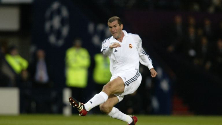 Zidane scores the winning goal in the 2002 Champions League final