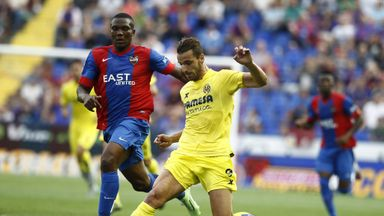 Roberto Soldado in action for Villarreal in defeat at Levante
