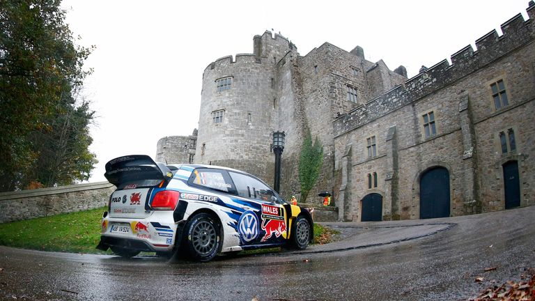Ogier makes his way through Chirk Castle