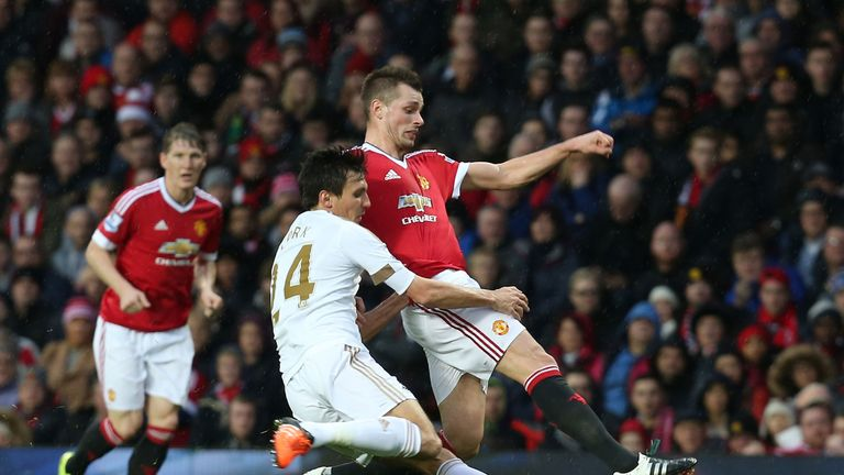 Dermot Gallagher gives his verdict on the decision not to award Swansea a penalty at Manchester United