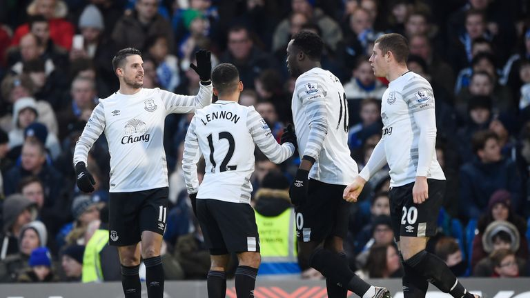 Kevin Mirallas, Aaron Lennon, Romelu Lukaku and Ross Barkley celebrate their team's second goal at Stamford Bridge