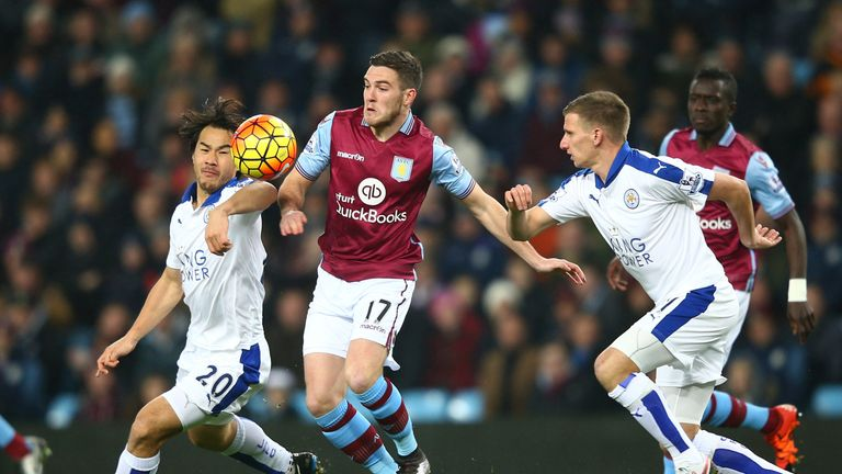 Jordan Veretout battles with Okazaki (L) and Marc Albrighton (R)