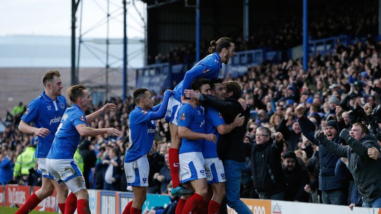 portsmouth-goal-celebration-gary-roberts