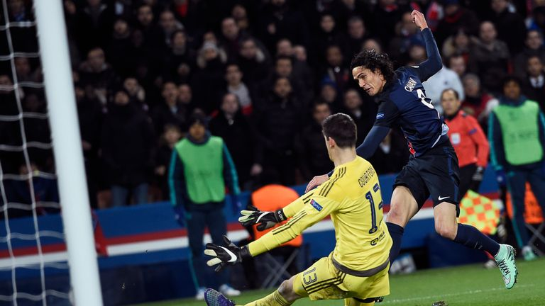Edinson Cavani scoring the winner for PSG in the first leg