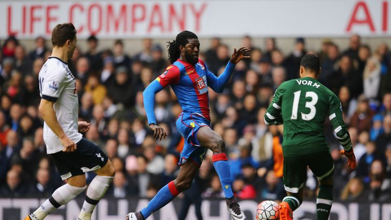 Emmanuel Adebayor goes past Michel Vorm but can't score against his former club