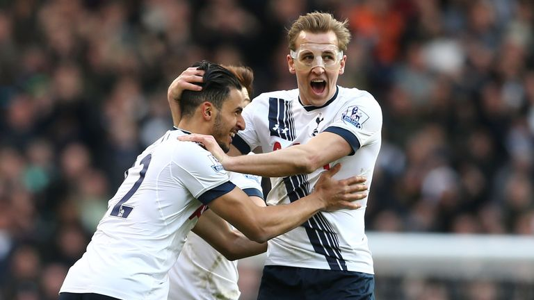 Nacer Chadli celebrates with Harry Kane