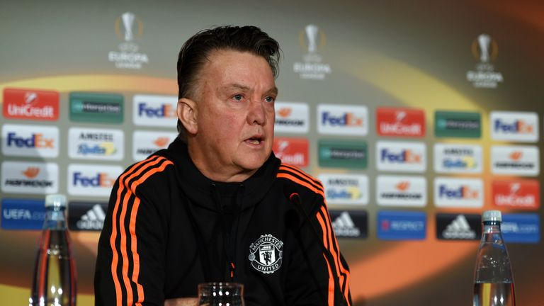 Van Gaal says his Manchester United players must ignore the criticism they receive