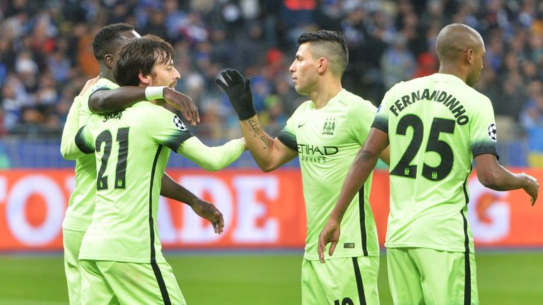 David Silva (2nd L) celebrates putting Man City 2-0 ahead