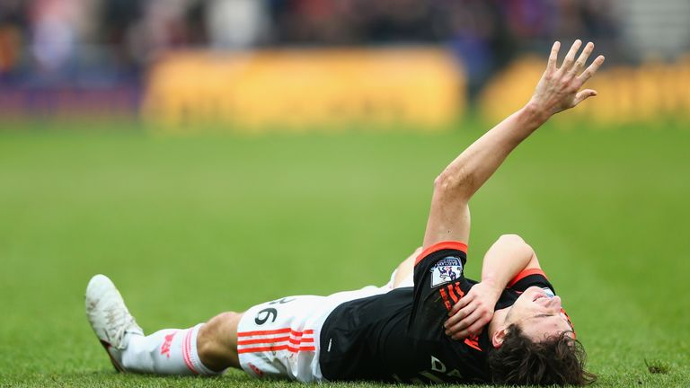 Darmian injured his shoulder at the Stadium of Light
