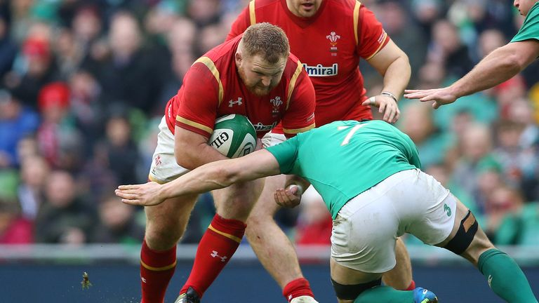 Samson Lee charges at Tommy O'Donnell