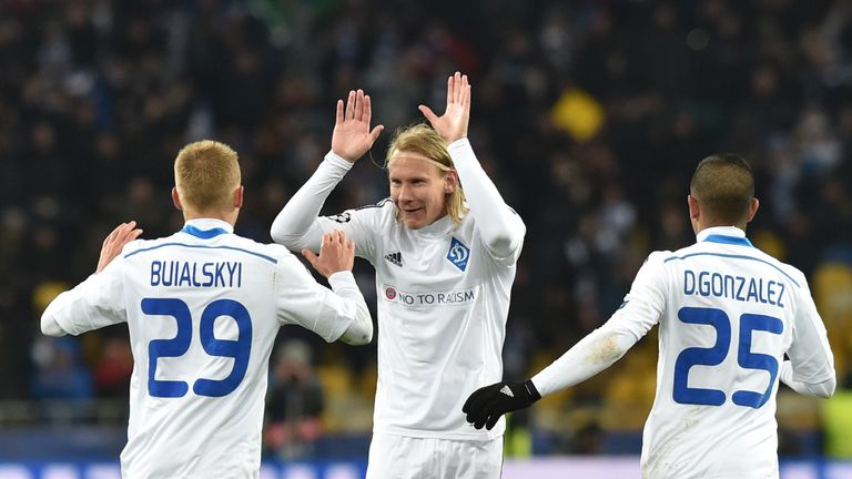Dynamo Kiev's Ukrainian midfielder Vitaliy Buyalsky (L) celebrates with his teammates