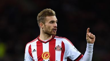 Bolton are in talks with former Sunderland midfielder Jan Kirchhoff