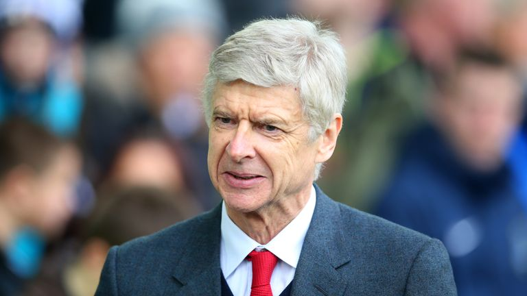 Arsenal shareholder Alisher Usmanov says the club must keep manager Arsene Wenger