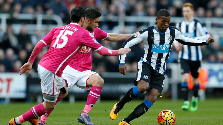 Georginio Wijnaldum tries to find space