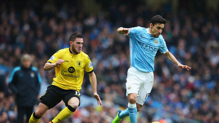 Jesus Navas gets away from Jordan Veretout