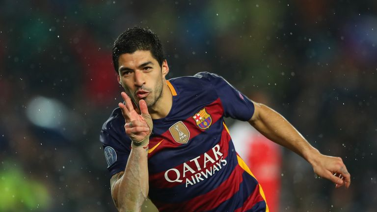 Suarez celebrates Barcelona's second goal