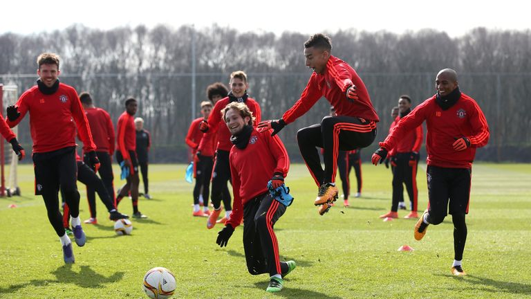 Lingard can act as an important bridge between young and old at United