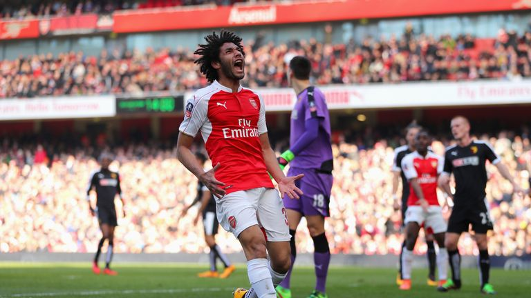 Mohamed Elneny reacts to a missed chance in the first half