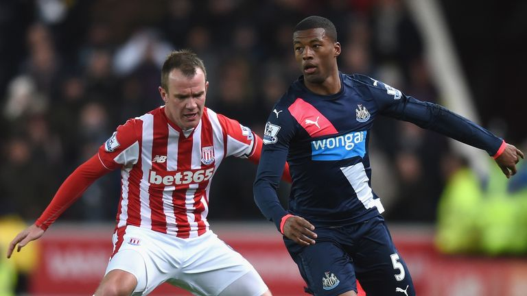 Glenn Whelan and Georginio Wijnaldum battle for the ball