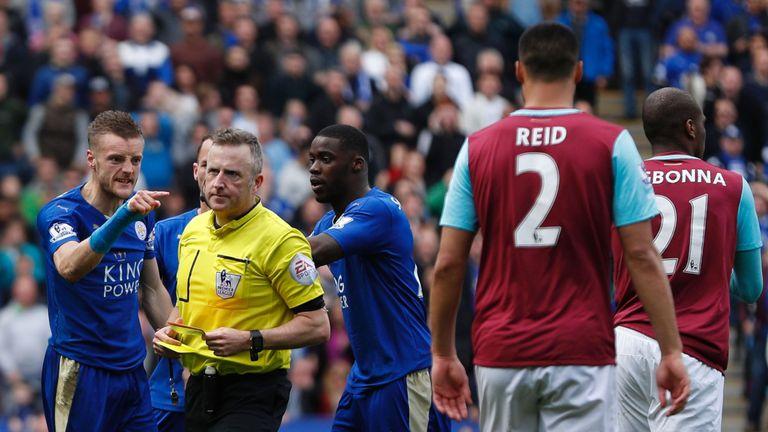 jamie vardy leicester west ham red card sent off jon moss jonathan referee premier 3450953
