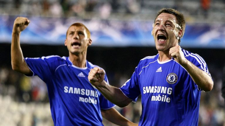Sidwell alongside John Terry during his time as a Chelsea player