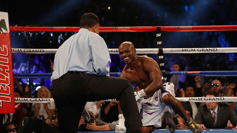 Bradley gets up after being floored by Pacquiao