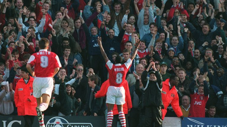 Alan Smith and Ian Wright celebrate together in 1994