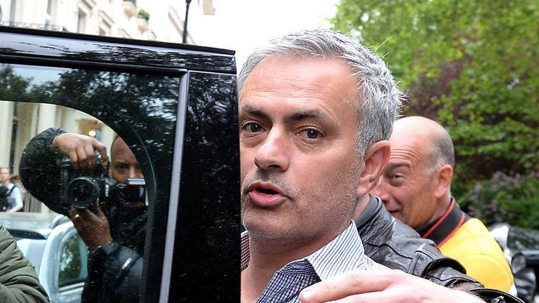 Jose-mourinho-taxi_3473026