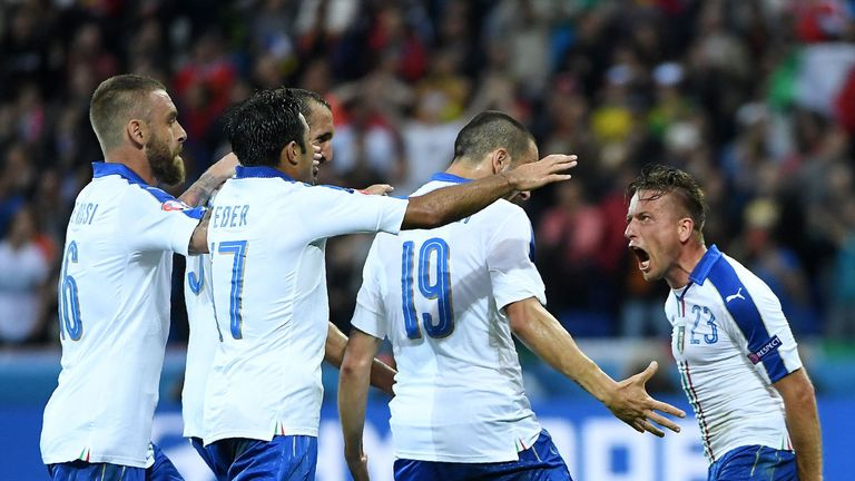 Emanuele Giaccherini (r) celebrates with team-mates after opening the scoring
